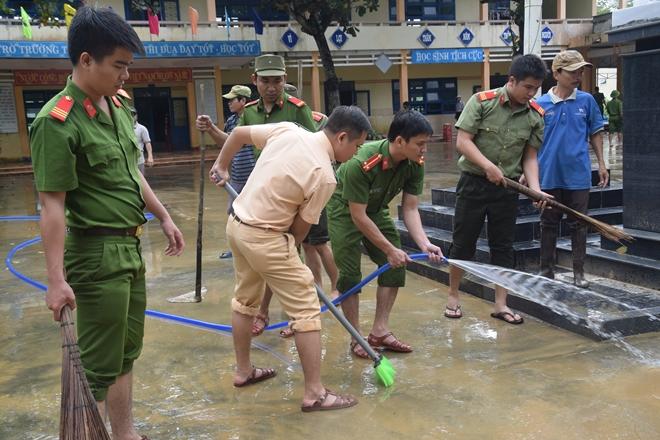 Đoàn thanh niên Công an Quảng Nam giúp dân khắc phục lũ - Ảnh minh hoạ 4