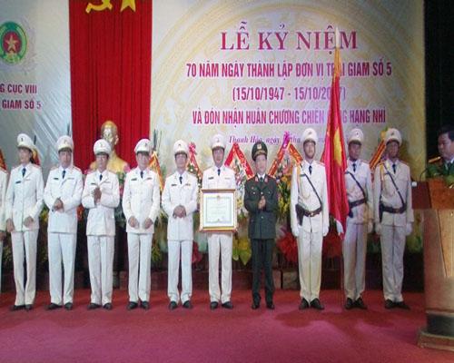 Trại giam số 5 đón nhận Huân chương chiến công hạng Nhì - Ảnh minh hoạ 2