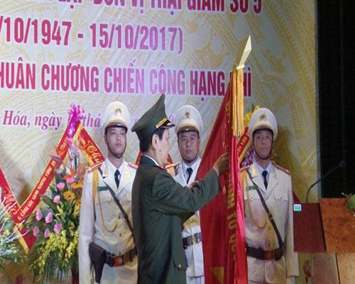 Trại giam số 5 đón nhận Huân chương chiến công hạng Nhì