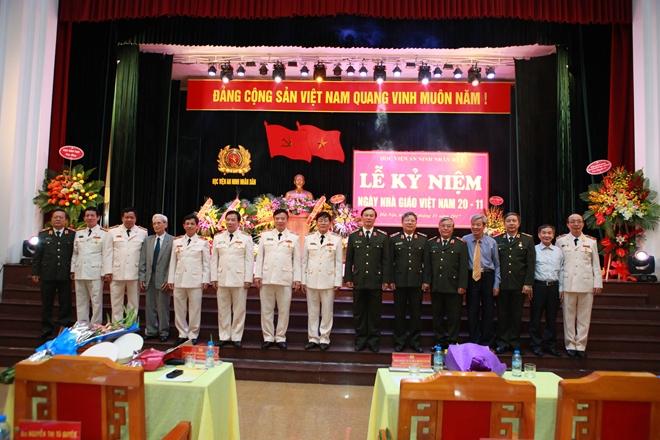 Nhiều hoạt động ý nghĩa nhân kỷ niệm Ngày Nhà giáo Việt Nam - Ảnh minh hoạ 2