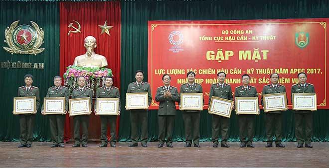 Khen thưởng lực lượng hoàn thành xuất sắc nhiệm vụ Năm APEC 2017