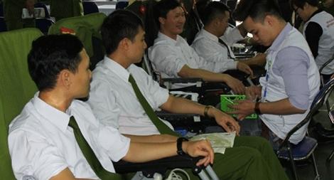 Công an Hà Nam hiến 300 đơn vị máu Lễ hội Xuân hồng 2018