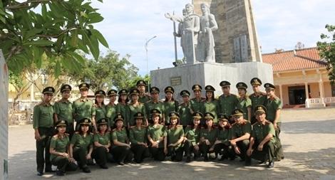 Viện Chiến lược và Khoa học Công an sinh hoạt chính trị tại huyện đảo Lý Sơn
