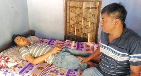 Hoàn cảnh bất hạnh cần giúp đỡ của nam thanh niên mồ côi cha mẹ từ nhỏ