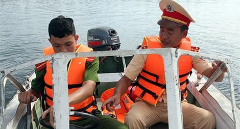 Đại úy CSGT giành lại sự sống cho nhiều người từ hà bá