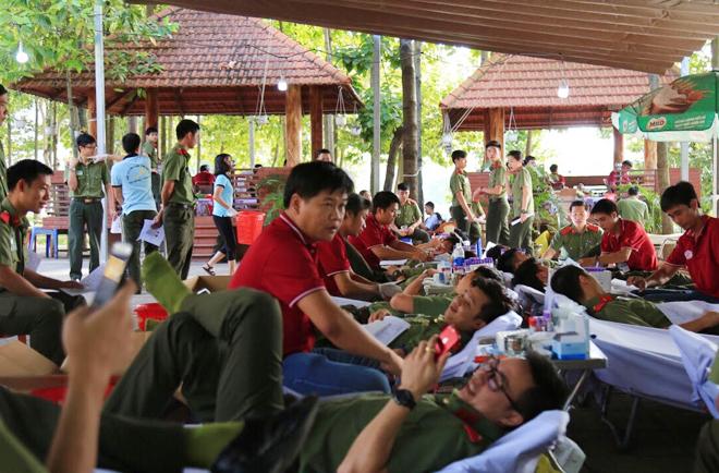 Sinh viên Trường Đại học An ninh nhân dân hiến máu tình nguyện