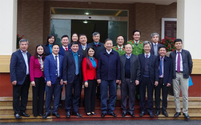 Bộ trưởng Tô Lâm tặng quà Tết cho công nhân lao động - Ảnh minh hoạ 4