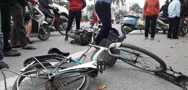 Xế hộp tông xe đạp khiến cụ ông tử vong