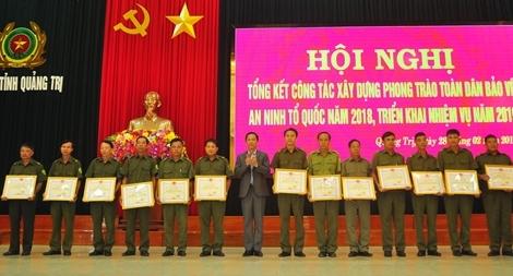 Nhiều tập thể, cá nhân được khen thưởng trong phong trào toàn dân bảo vệ ANTQ