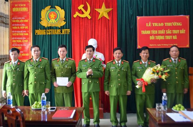 Công an Nghệ An trao thưởng thành tích bắt 3 đối tượng trốn truy nã - Ảnh minh hoạ 2