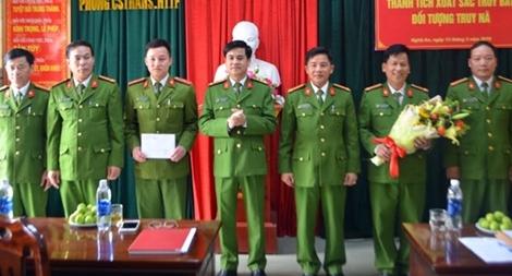 Công an Nghệ An trao thưởng thành tích bắt 3 đối tượng trốn truy nã