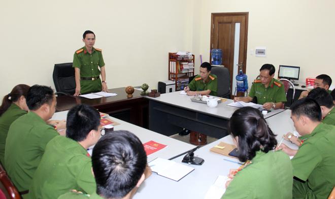 Lãnh đạo Phòng Cảnh sát Hình sự Công an Sơn La giao ban với chỉ huy các đội nghiệp vụ.