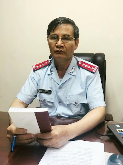 Ông Nguyễn Văn Nhiên, Phó Chánh Thanh tra Bộ y tế trao đổi với phóng viên Báo CAND.