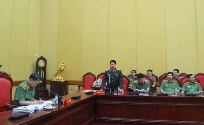 Trao huy hiệu 40 năm tuổi Đảng tặng Thượng tướng Bùi Văn Nam - Ảnh minh hoạ 3