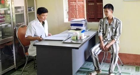 Bác sĩ trại giam Thanh Phong coi bệnh nhân như người thân