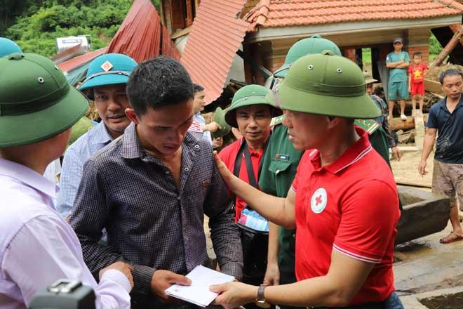 Hội Chữ thập đỏ cứu trợ đồng bào bị thiệt hại do bão số 3 - Ảnh minh hoạ 3