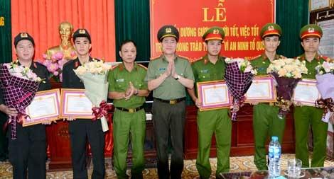 Khen thưởng lực lượng Công an đưa CĐV nhí bị co giật cấp cứu kịp thời
