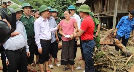 Hội Chữ thập đỏ cứu trợ đồng bào bị thiệt hại do bão số 3