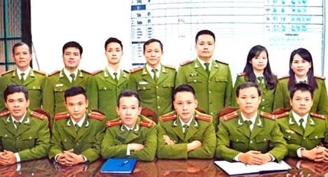 Giám đốc Công an Hà Nội tặng giấy khen cho 1 tập thể, 7 cá nhân