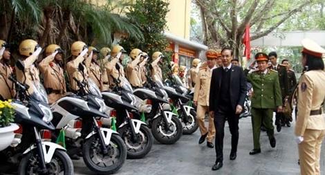 Phó Bí thư thành ủy Hà Nội kiểm tra công tác ứng trực của Cảnh sát giao thông