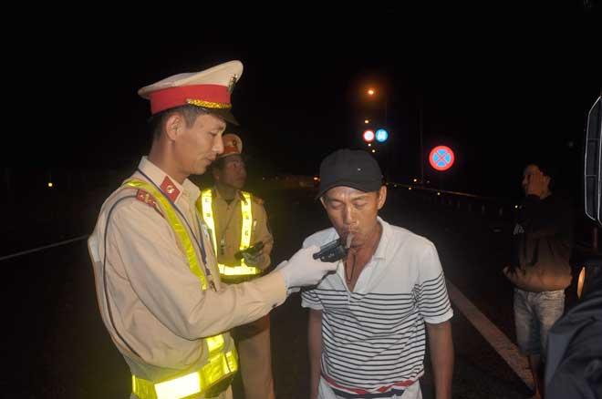 """Kiểm tra nồng độ cồn """"xuyên Tết"""" trên cao tốc Đà Nẵng – Quảng Ngãi - Ảnh minh hoạ 3"""