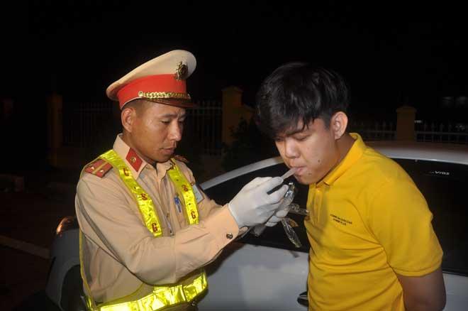 """Kiểm tra nồng độ cồn """"xuyên Tết"""" trên cao tốc Đà Nẵng – Quảng Ngãi - Ảnh minh hoạ 6"""