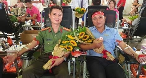 Nghĩa cử cao đẹp của Thiếu úy Công an hiến máu cứu người