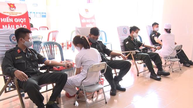 Cảnh sát cơ động hiến máu cứu người giữa mùa dịch COVID-19 - Ảnh minh hoạ 2