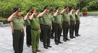 Thứ trưởng Nguyễn Văn Thành viếng Nghĩa trang liệt sĩ Nhà tù Sơn La