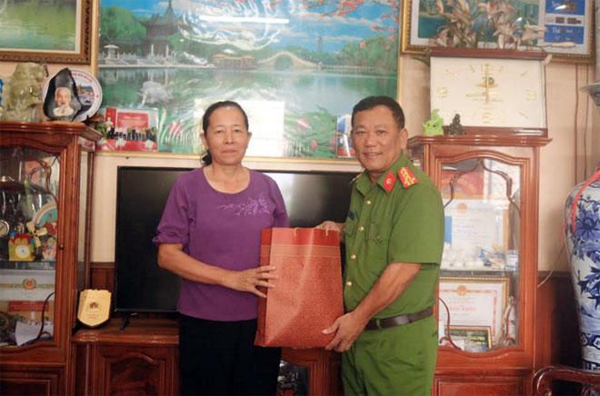 Công an tỉnh Bắc Kạn tặng quà nhân Ngày Thương binh liệt sỹ - Ảnh minh hoạ 2