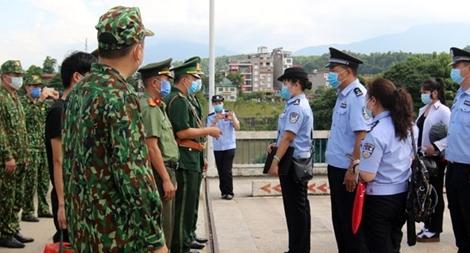 Trao trả và tiếp nhận các đối tượng vượt biên trái phép qua biên giới Việt Trung