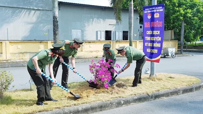 """Ra quân tình nguyện """"Kỳ nghỉ hồng"""" và thăm Mẹ Việt Nam anh hùng - Ảnh minh hoạ 3"""