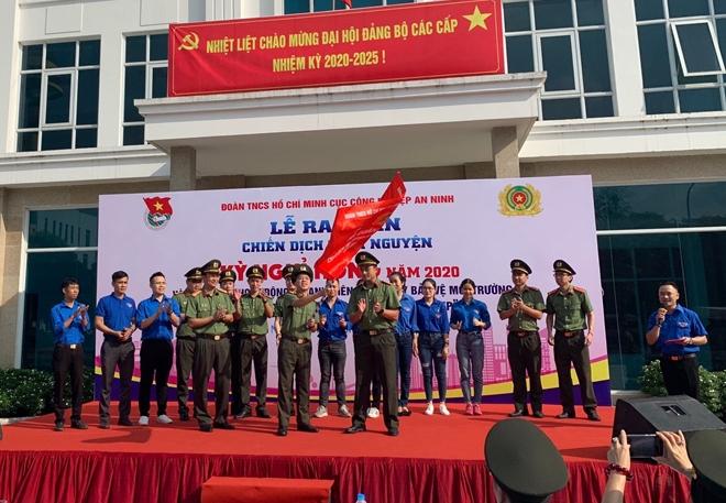 """Ra quân tình nguyện """"Kỳ nghỉ hồng"""" và thăm Mẹ Việt Nam anh hùng"""