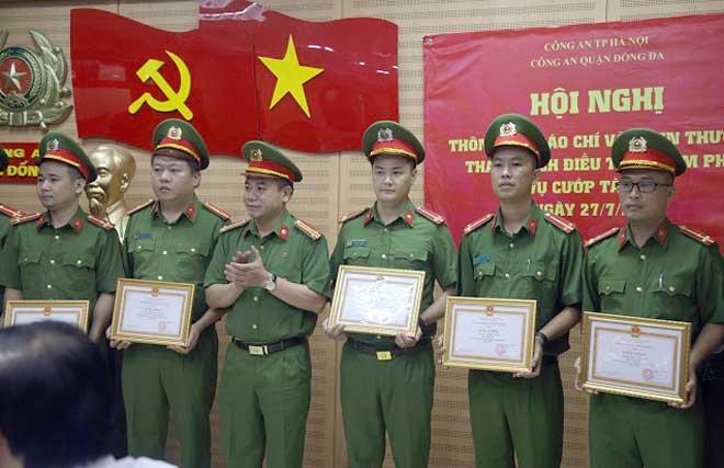 Khen thưởng các đơn vị khám phá nhanh vụ cướp ngân hàng BIDV Ngọc Khánh - Ảnh minh hoạ 3