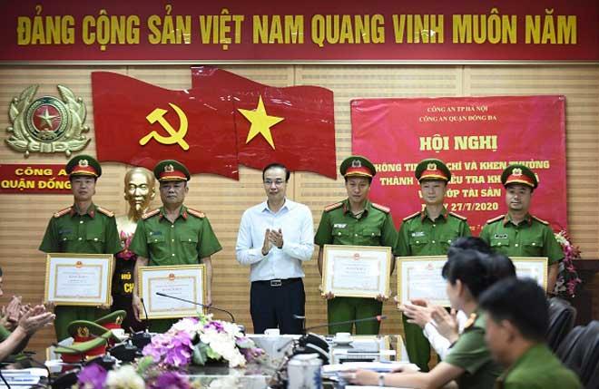 Khen thưởng các đơn vị khám phá nhanh vụ cướp ngân hàng BIDV Ngọc Khánh - Ảnh minh hoạ 2