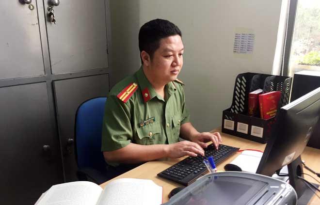 """Thiếu tá - nhà thơ Hoàng Anh Tuấn: """"Thơ là duyên, văn là nợ"""""""