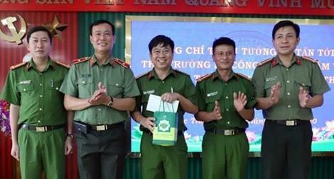 Thứ trưởng Lê Tấn Tới làm việc tại Công an huyện Đức Thọ