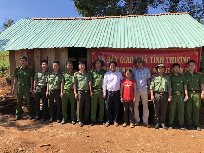 Công an huyện Kbang xây dựng nhà tình thương cho hộ nghèo