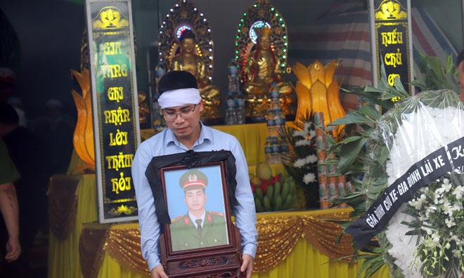 Tiếc thương chiến sĩ Công an dũng cảm hy sinh vì bình yên cuộc sống
