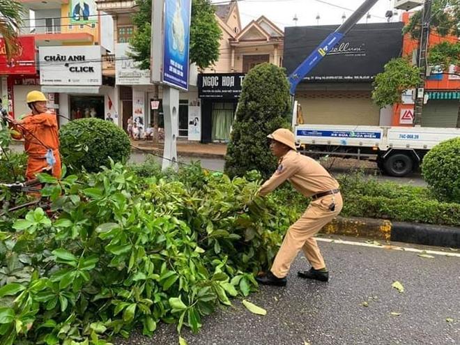 Tập trung giúp dân khắc phục hậu quả bão số 5 - Ảnh minh hoạ 5