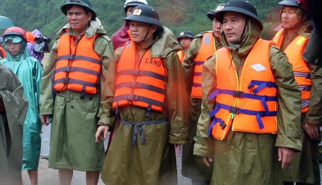 Tiếp tục khẩn trương ứng cứu, giúp đỡ người dân trong vùng đỉnh lũ - Ảnh minh hoạ 4