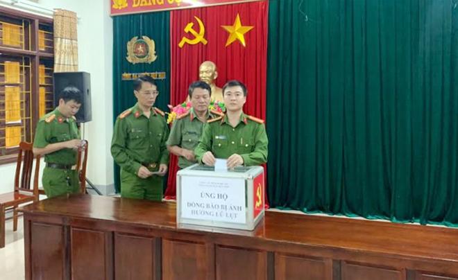 Công an các đơn vị ở Nghệ An quyên góp ủng hộ đồng bào miền Trung - Ảnh minh hoạ 2