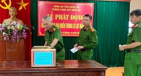 Công an các đơn vị ở Nghệ An quyên góp ủng hộ đồng bào miền Trung