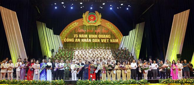 Hoạt động Văn hóa - Nghệ thuật đặc biệt Kỷ niệm 75 năm Ngày truyền thống CAND Việt Nam