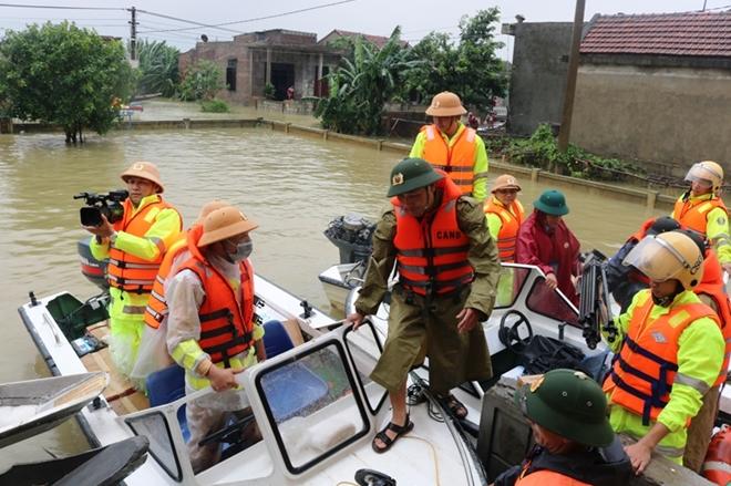 Công an Quảng Bình sát cánh với người dân phòng chống bão số 13 - Ảnh minh hoạ 2