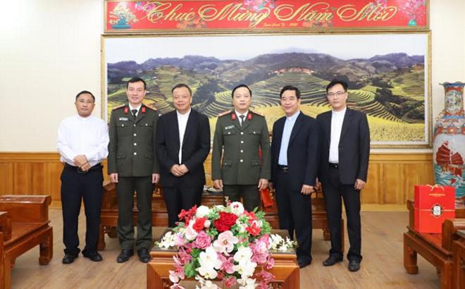 Giám đốc Công an tỉnh Yên Bái tiếp tân Giám mục Hưng Hóa