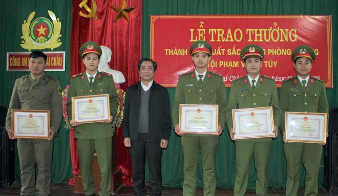 Khen thưởng Công an huyện Mai Châu bắt vụ vận chuyển 9 bánh heroin - Ảnh minh hoạ 3