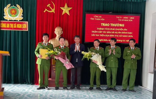 Trao thưởng cho Công an  thị xã Nghi Sơn - Ảnh minh hoạ 2