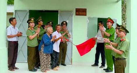 Khánh thành trao nhà tình  nghĩa cho hộ gia đình khó khăn tại huyện Diên Khánh