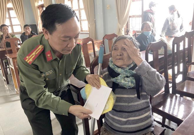 Báo CAND và Tập đoàn Hoa Sen mang Xuân đến với người nghèo - Ảnh minh hoạ 3